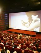 去電影院看電影