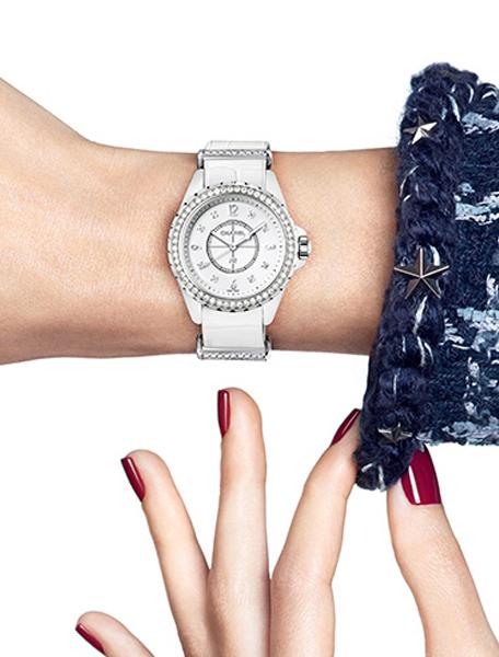 華麗變奏曲!Chanel經典錶款J12-G.10演繹柔中帶剛的
