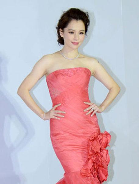 粉紅萬歲!讓女神徐若瑄也無法抵抗魅力的粉紅婚紗究竟是出自於..
