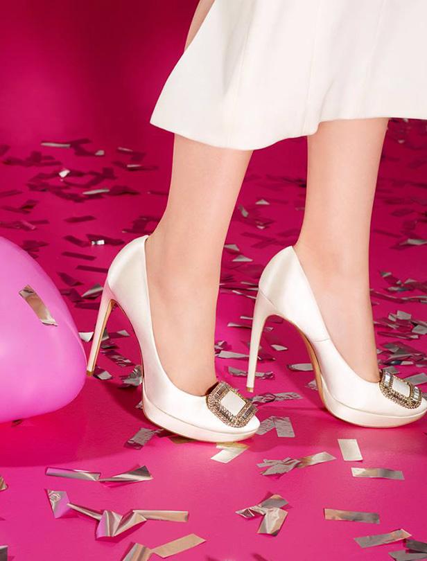 純淨潔白的Roger Vivier婚鞋系列,完成你的雪白公主夢