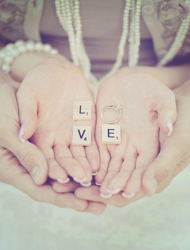 20個用婚戒放閃的小絕招!為婚禮增加甜蜜逗趣的拍照法