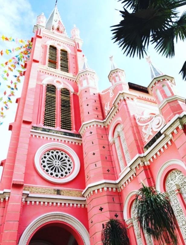 來這邊結婚吧!粉紅教堂、大草原上的浪漫教堂...國外5間浪漫婚