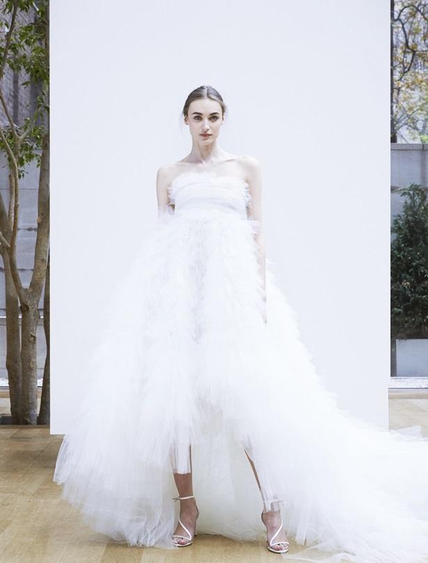 仙氣款、披肩、高領…2018春夏婚紗必擁有8個元素總整理!
