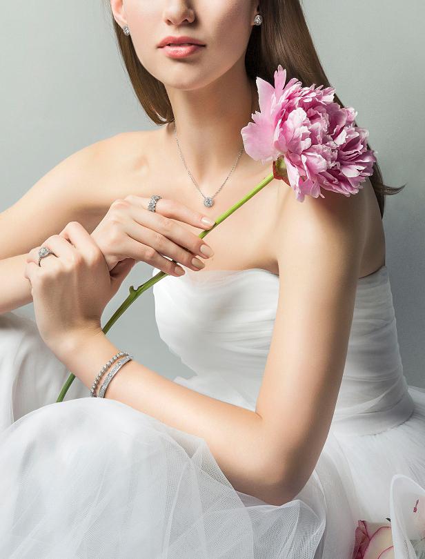 Cartier卡地亞全新婚戒,邀你一同墜入浪漫的法式求婚