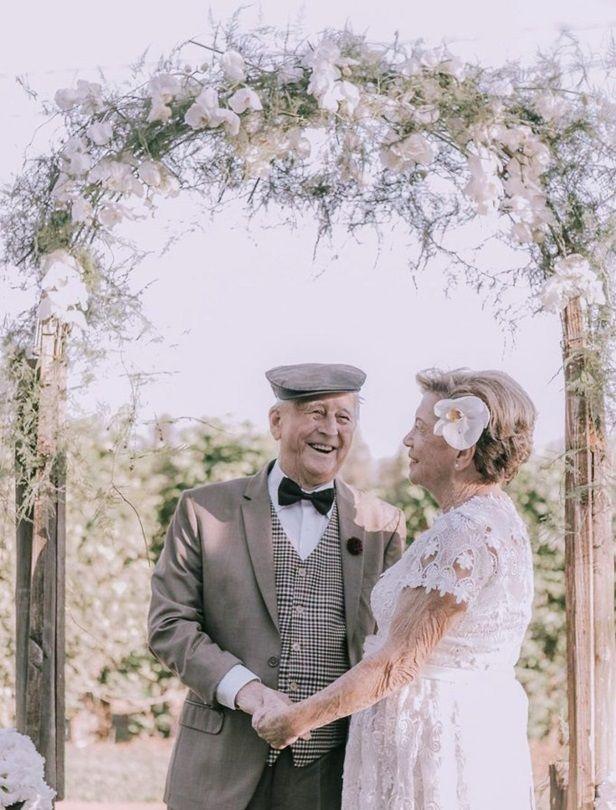 巴西老夫妻甜蜜舉行婚禮儀式!四代同堂見證浪漫婚紗照