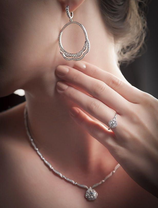 閃閃百合花朵點綴婚訂珠寶!小資新人也適合的Hearts On