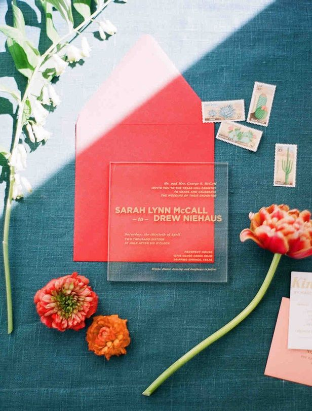 燙金壓克力板、極簡乾燥花與立體樂園喜帖都太有創意!24款名人婚