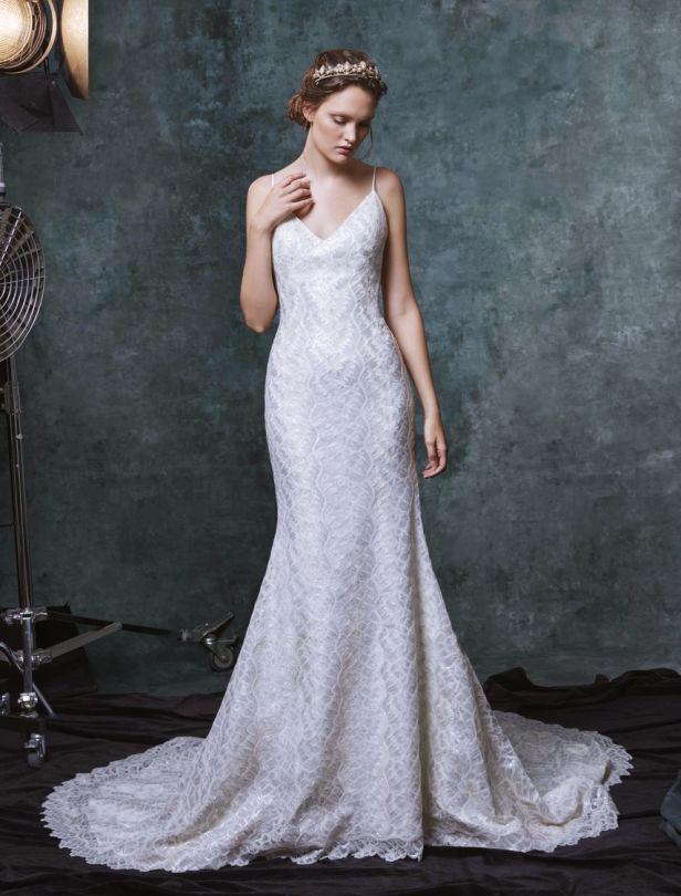 從2019秋冬婚紗時裝週找婚紗元素!小花蕾絲、細肩帶…盤點新娘
