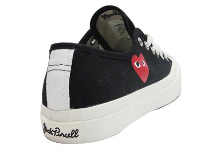PLAY X CONVERSE 2011「Jack Purcell開口笑」鞋,鞋後跟都加上了Jack Puercell的草寫Logo。