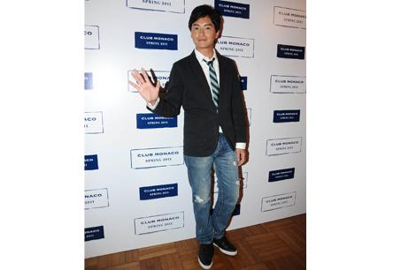 小綜說私下偏好舒服的美式穿著,CLUB MONACO純棉系列一直是他衣櫥裡的必備單品。