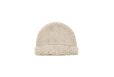 柔軟的針織毛帽是冬季不可或缺的時尚單品 Lulia_beige NT$2880