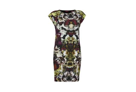 鮮豔的印花洋裝幫秋冬增添繽紛色彩 Minala黑色印花洋裝 NT5680