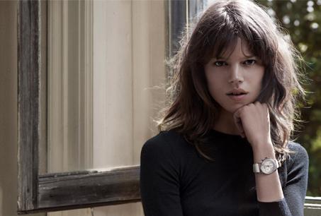 在2011秋冬廣告形象中,超模Freja Beha Erichsen配戴KOPPEL系列全新女仕計時碼錶。