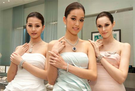TIFFANY&Co. 2011年頂級珠寶展「魅力與風格的傳承」,10月份將巡迴至台灣,百餘件獨一無二的珠寶作品將於Bellavita展出。
