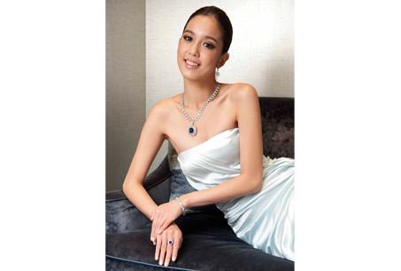 名模陳庭妮配戴TIFFANY&Co. Kashmir藍寶石鑽石項鍊、Kashmir藍寶石鑽戒、鑽石手鍊以及Lucida鑽石耳環。