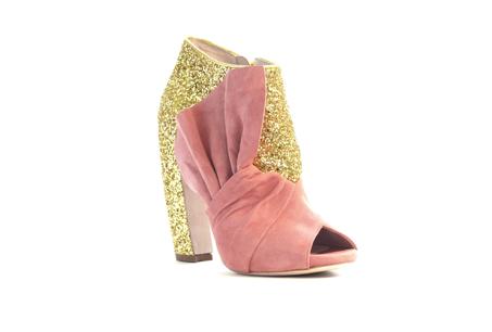 麂皮拼接亮片粗跟鞋,MiuMiu,NT$31,500。