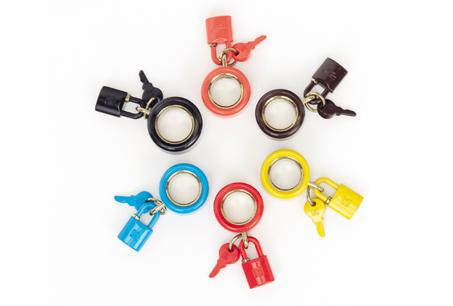 彩色鑰匙鎖頭墬飾,LOEWE,NT$7,200。