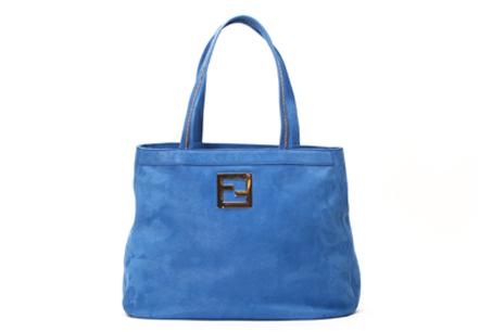 藍色霧面購物袋,FENDI, NT$40,800。