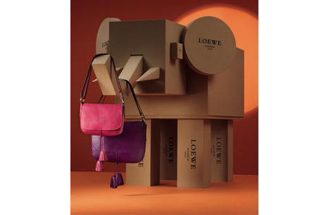 大象與桃紅和紫色Sole手袋。