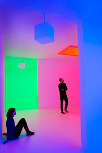 超酷!倫敦前衛藝廊裝置展出夢幻七彩燈光秀