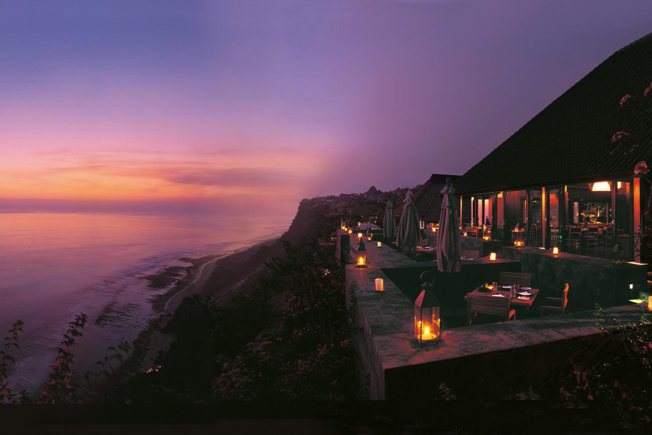 寶格麗渡假別墅建於海岸旁 150 公尺高的懸崖頂,將印度洋的壯闊美景盡收眼底。