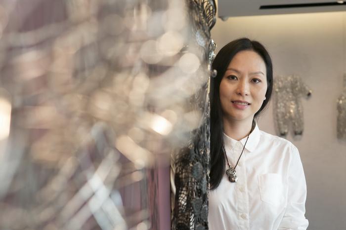 香港藝術家文鳳儀於中山北路上的Louis Vuitton旗艦店舉辦「衣戀記事」(A Wardrobe of Memoir)展覽