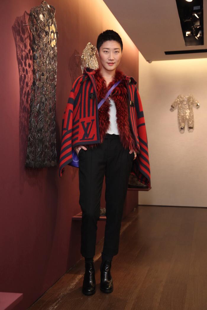 孫芸芸堂妹孫怡 穿著11萬7千元的Louis Vuitton 2013早秋斗篷跑藝文趴