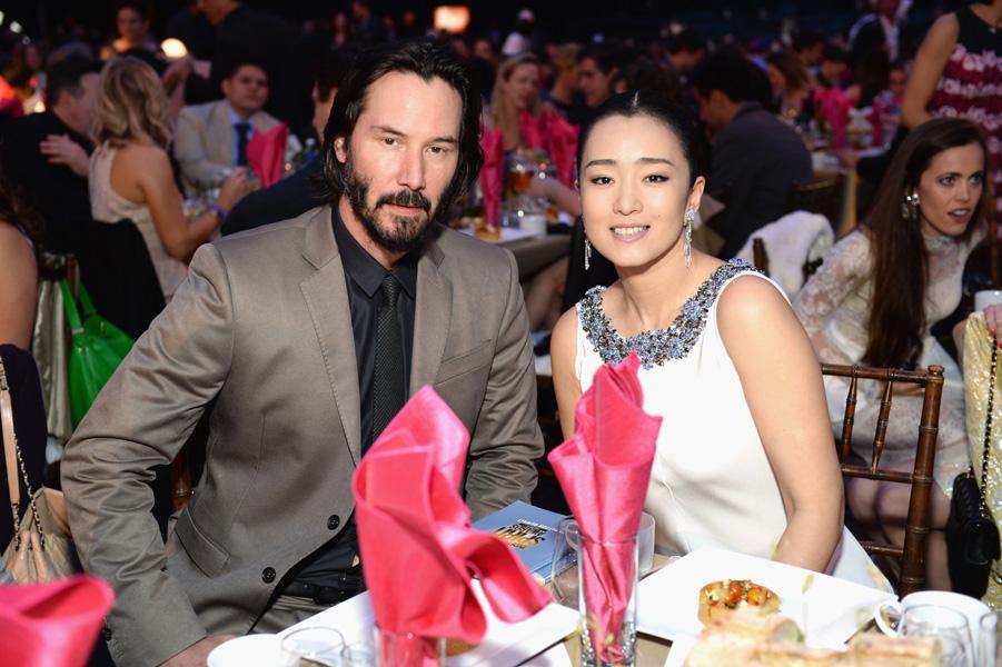 伯爵品牌代言人鞏俐與基努李維 (Keanu Reeves) 一同頒發「最佳導演」獎項予《被奪走的12年》 (12 Years a Slave) 的導演 Steve McQueen。