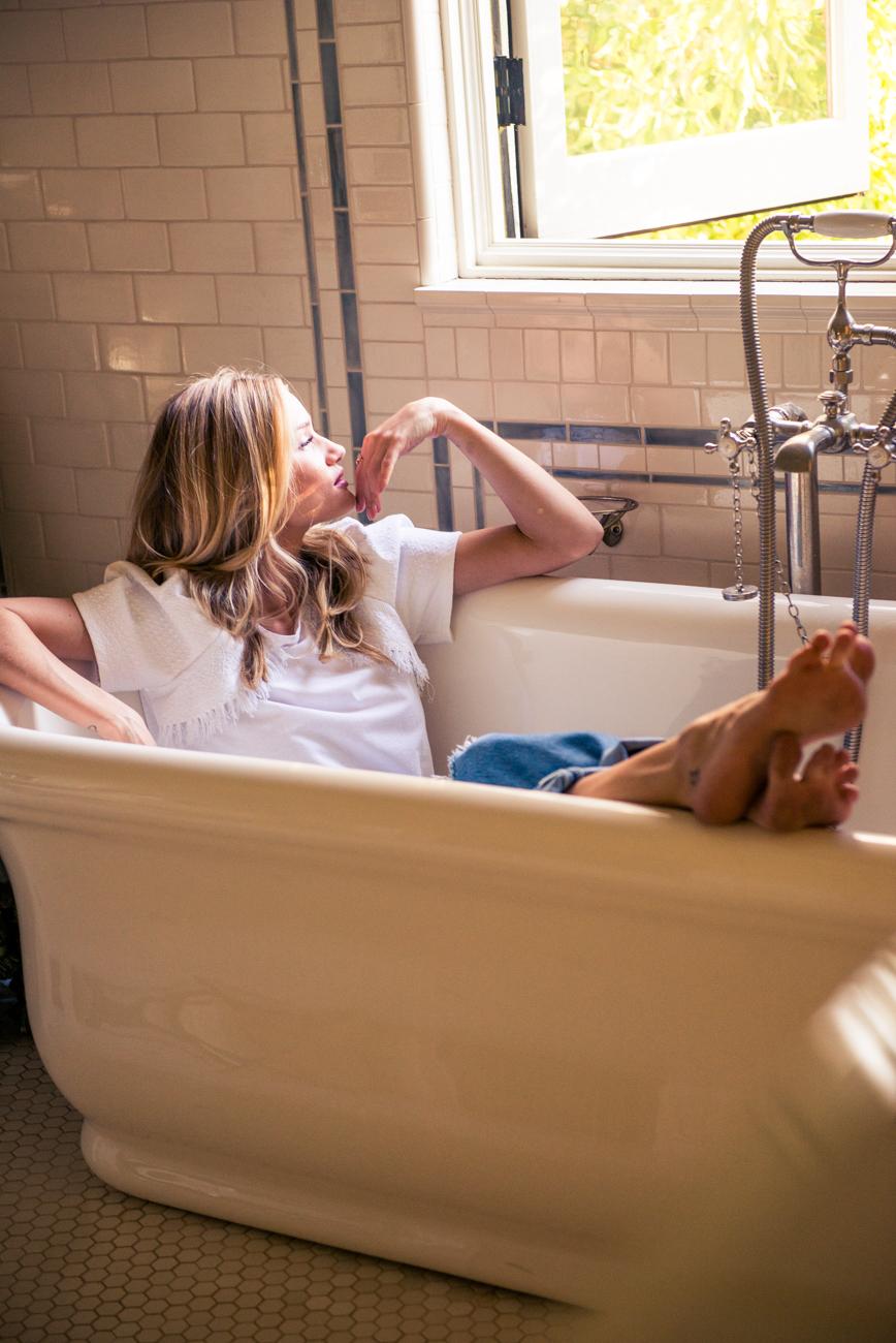 身為超級動作男星傑森史塔森的女友,也是超級名模的Rosie Huntington,也是維多利亞的祕密的隸屬天使,除了在模特兒圈深受注目,也在2010年參與變形金剛3的演出。