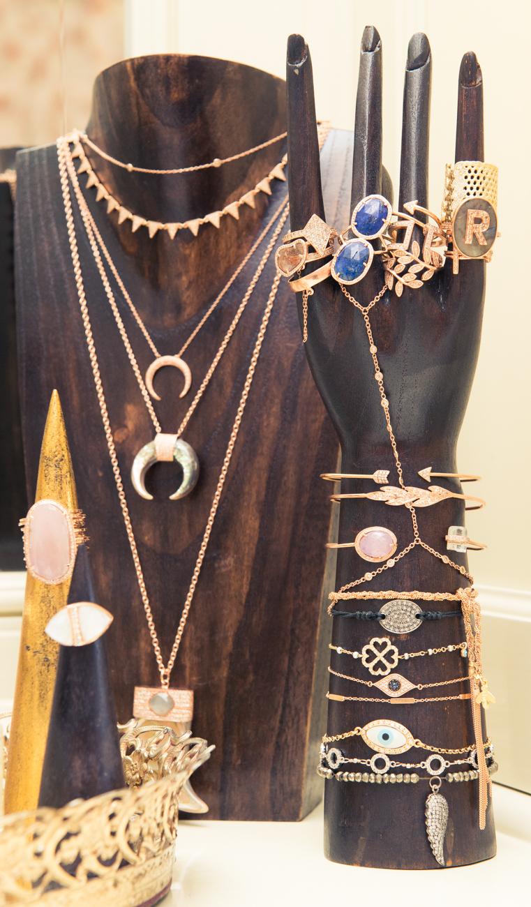 我喜歡珠寶配件在女人身上綻放的優雅光芒。
