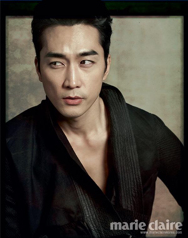 此番他接受韓國Marie Claire邀請,身穿多套性格華服接受專訪,展現男人性感魅力。
