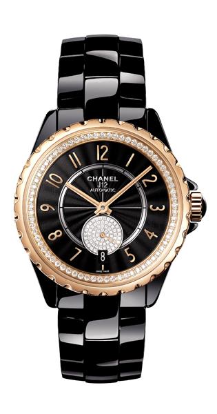 「黑色涵蓋一切,白色亦然,黑與白是如此的絕對,如此和諧。」黑與白的經典樣貌,是香奈兒女士廣為人知的審美觀點,這樣的美學標準,也在J12系列腕錶當中得到體現。