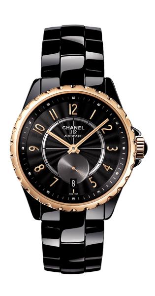 近年來,玫瑰金材質在珠寶鐘錶領域的使用與受歡迎的程度是有增無減,然而 Chanel 以獨家合金技術研發出的米色金,呈現出更為溫潤的視感,而這也是品牌第一次,將這樣的材質應運在產品的製作上,為J12腕錶家族加入一款外觀獨特的精采之作。