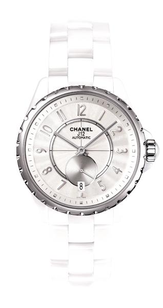 全新的 Chanel J-12 365 一如香奈兒女士精神的化身,一年365天,誰都可以讓品味伴著你的珍貴生活片段。