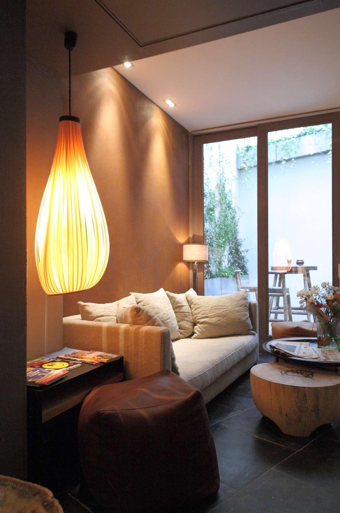 門口的木質裝潢展現出一股低調靜謐的優雅氣息