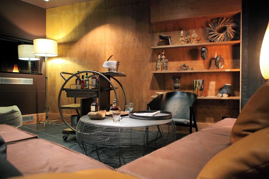飯店內部空間小巧精美、帶著點悠閒的度假氣氛