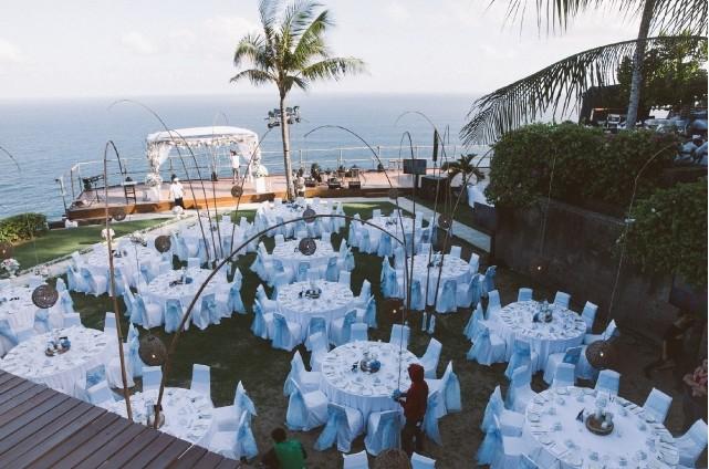Vivian選辦婚禮的The Edge Bali Villa是位於峇里島烏魯瓦圖海灘五分鐘的山坡上
