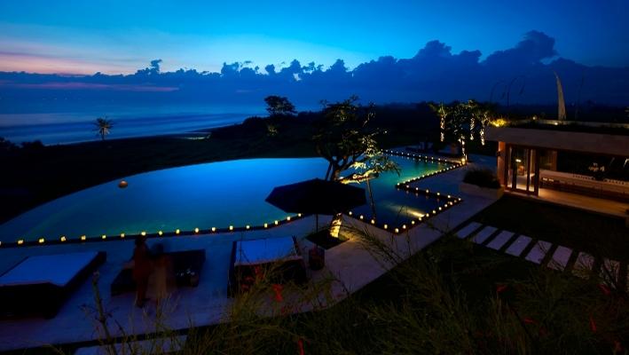 在這有神之島美名的峇里島上,The Edge Bali Villa可以讓旅人享受恍如位於人間與天堂邊緣交界的夢幻。