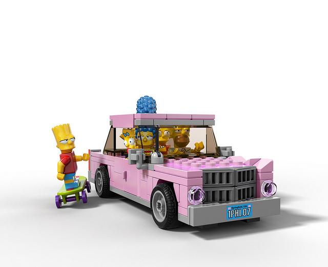 先前發售的積木套裝包括房屋場景和辛普森一家的主角玩偶