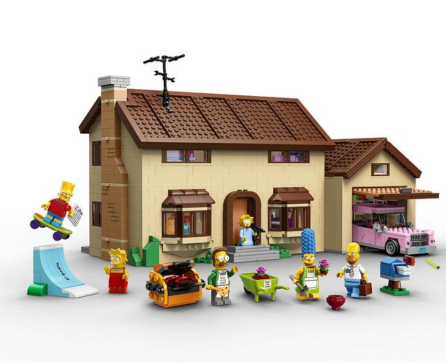 樂高推出16款動畫角色人偶。包括小丑Krusty、糊塗警長等配角也收錄於其中,頓時讓Lego版的春田鎮變得熱鬧非凡!