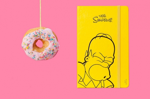 「MOLESKINE」為了慶祝The Simpsons 辛普森家庭這部經典動畫開播 25 季前所特別推出的限定版,喜歡 The Simpsons 的朋友可不要錯過啦!