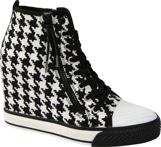 千鳥格紋中筒球鞋,DKNY。