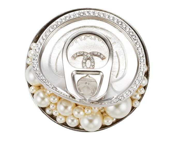 CHANEL 珍珠罐頭胸針 售價NT$51,400