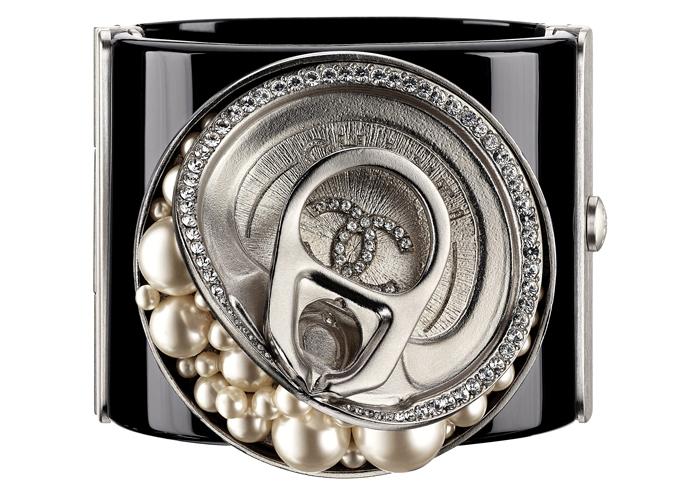 CHANEL 珍珠罐頭寬手環 售價NT$122,400