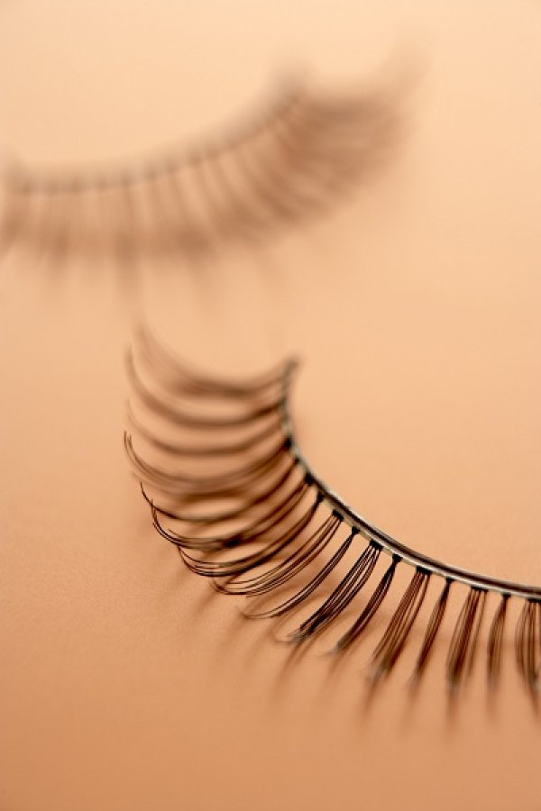 Q:戴假睫毛好不舒服,如何舒適又自然的戴假睫毛?