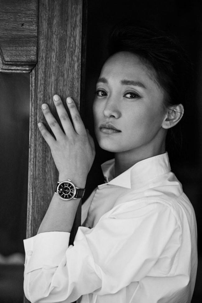 今年擔任《美麗佳人》週年封面人物的周迅,則是對品牌掌握時尚及風格設計的精準功力,感到印象深刻。
