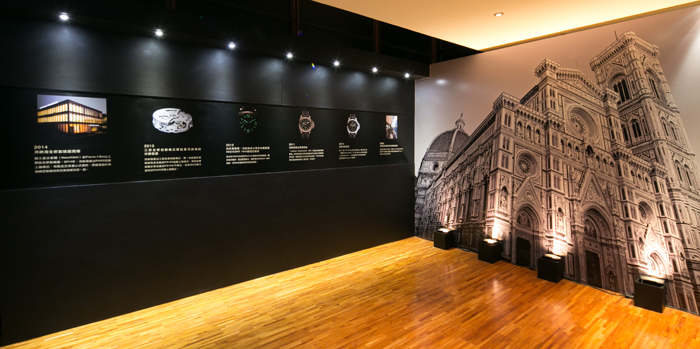 於「TICK-TACK, TICK-ART」鐘錶藝術展的第一個展覽區展示王福瑞老師所創作的作品「雜音空態」– 該聲音藝術裝置發出的各種音頻、隨機混合的噪音,加上海浪般的點狀雜音,讓賓客仿若徜徉在千變萬化的海洋波濤。