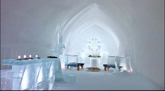 除了提供看極光住宿外,還有許多人專程來這舉辦婚禮,聖潔透淨的雪教堂,莊嚴潔白的夢幻婚禮,戀人們在這裡通往幸福之旅。