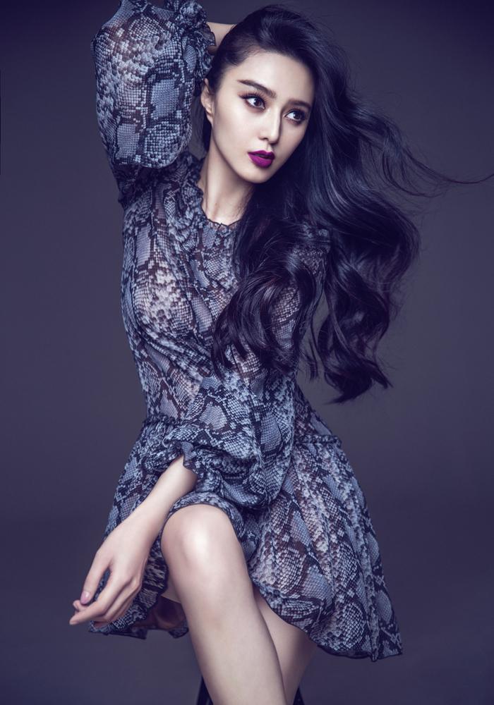 從《還珠格格》的小丫環金鎖,到進軍好萊塢,成立自己同名工作室的亞洲一線女星,范冰冰證明自己不只美得像女神,她自在率直、認真溫柔的傻大姐性格,才是鎂光燈追著她跑的主因。