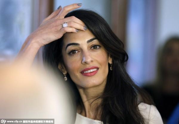 """【喬治•克隆尼George Clooney、Amal Alamuddin 】頂著""""全英最美女律師""""頭銜的Amal Alamuddin自曝光以來,就成為了鎂光燈瘋狂追逐的對象。36歲的她不僅有著令人窒息的容顏、曼妙的身材和精彩的律師職業生涯,更有著極佳的時尚"""